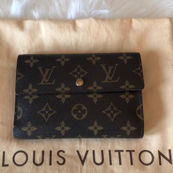 f8ed626c5573 Louis Vuitton Handbags - Authentic Louis Vuitton Porte Tresor Etui Papiers